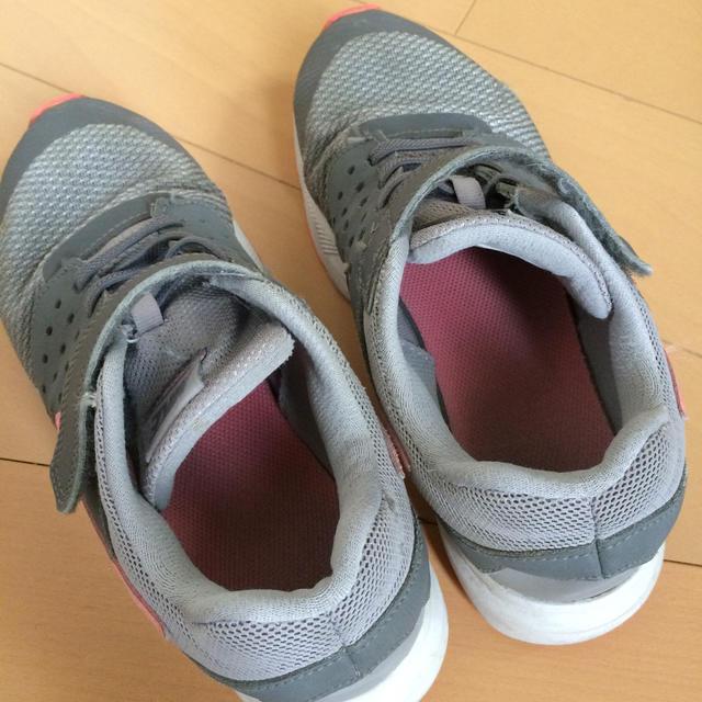 NIKE(ナイキ)のNIKE 22㎝ ガールズ キッズ/ベビー/マタニティのキッズ靴/シューズ(15cm~)(スニーカー)の商品写真