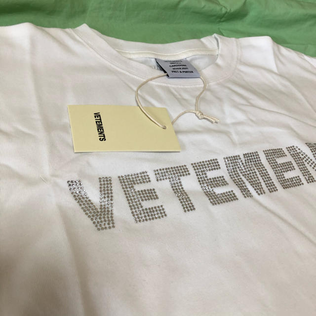 Balenciaga(バレンシアガ)のVETMENTS 2020 white Tシャツ メンズ メンズのトップス(Tシャツ/カットソー(半袖/袖なし))の商品写真