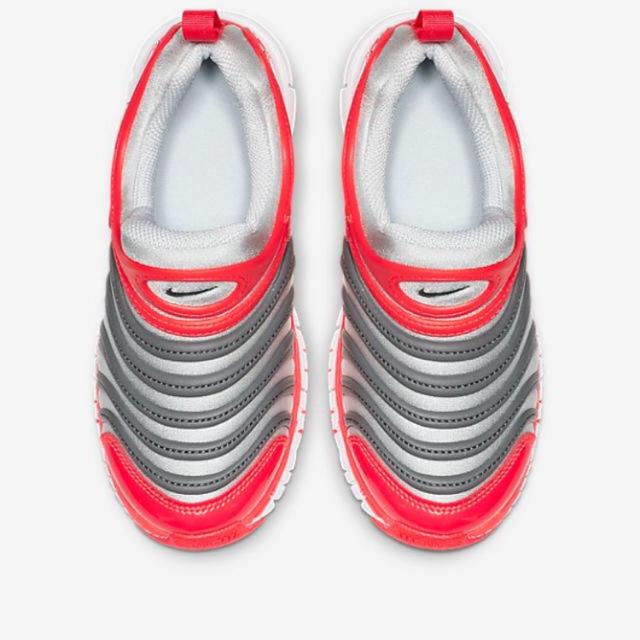 NIKE(ナイキ)の新品未使用 ナイキ ダイナモフリー  ピュアプラチナム 18cm キッズ/ベビー/マタニティのキッズ靴/シューズ(15cm~)(スニーカー)の商品写真