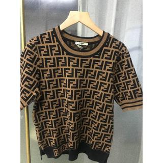 フェンディ(FENDI)の☆FENDI☆ 大人気  FF ロゴ ストレッチ ニット 半袖 セーター(パーカー)