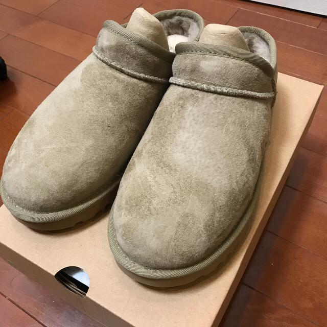 FRAMeWORK(フレームワーク)の【新品未使用】UGG CLASSIC SLIPPER 24cm ベージュ 今期物 レディースの靴/シューズ(サンダル)の商品写真