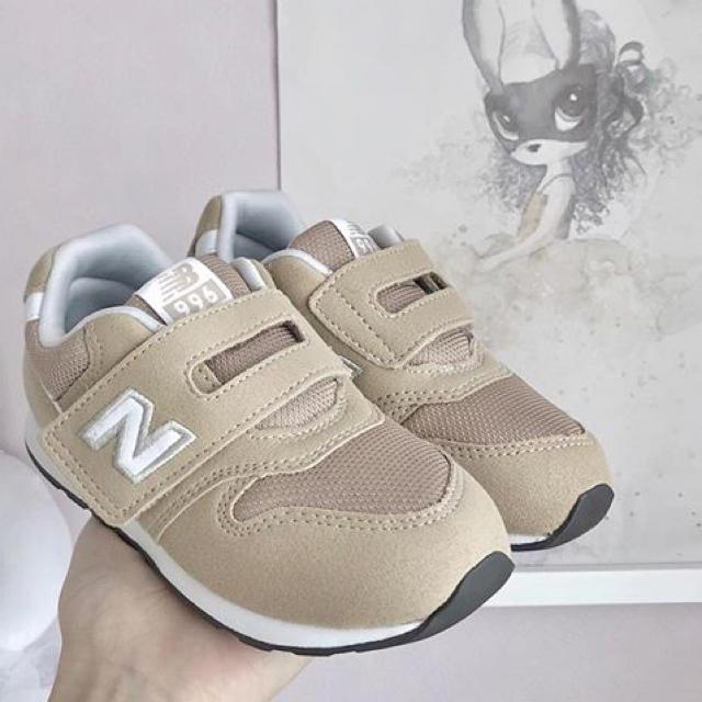 New Balance(ニューバランス)のニューバランス996 IZ996 ベージュ キッズ/ベビー/マタニティのキッズ靴/シューズ(15cm~)(スニーカー)の商品写真