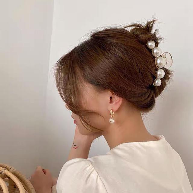 パールヘアクリップ レディースのヘアアクセサリー(バレッタ/ヘアクリップ)の商品写真