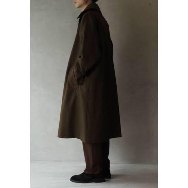 COMOLI(コモリ)のcomoli コモリ 18aw ウールサージタイロッケンコート ブラウン 3 メンズのジャケット/アウター(トレンチコート)の商品写真
