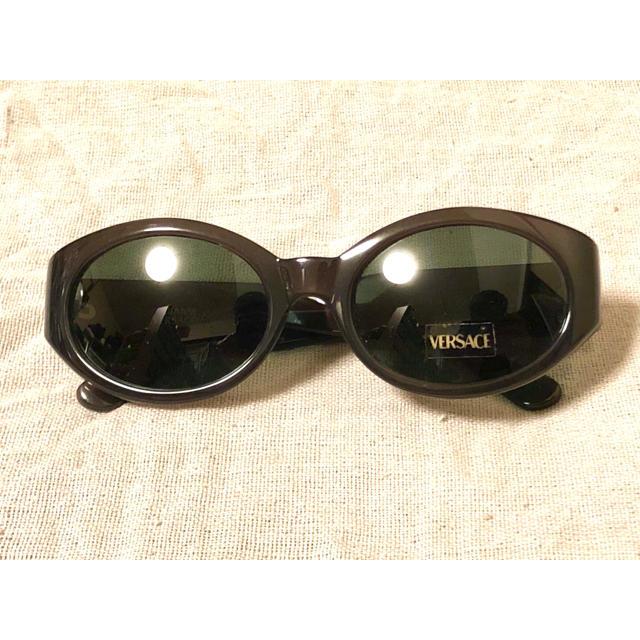 Gianni Versace(ジャンニヴェルサーチ)のGIANNI VERSACE 新品 オーバル サングラス ヴィンテージ 90s メンズのファッション小物(サングラス/メガネ)の商品写真