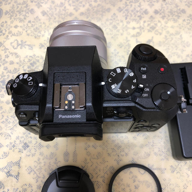 Panasonic(パナソニック)のPanasonic DMC-G7 ミラーレス一眼 35-100mm レンズ付き スマホ/家電/カメラのカメラ(ミラーレス一眼)の商品写真