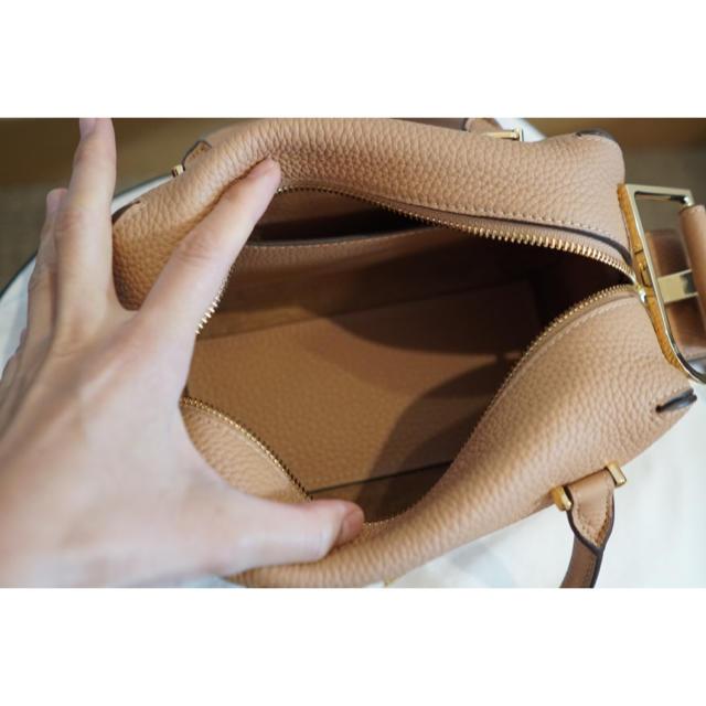 Drawer(ドゥロワー)の【新品】Delvaux クールボックスミニ ミルクティーベージュ 検)ドゥロワー レディースのバッグ(ハンドバッグ)の商品写真