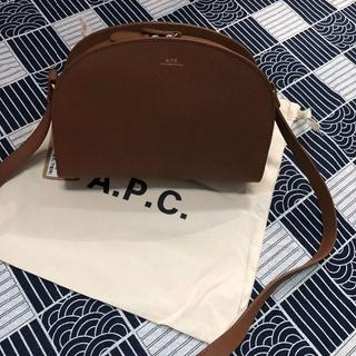 アーペーセー(A.P.C)のA.P.C. ハーフムーン ショルダーバッグ 新品未使用品(ショルダーバッグ)