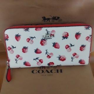 COACH - COACHフルーツ柄ラウンドファスナー長財布
