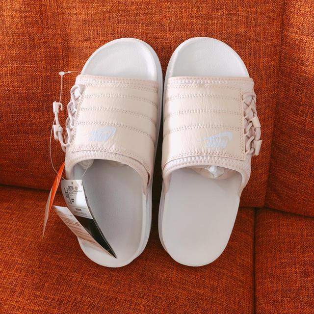 NIKE(ナイキ)のNIKE ASUNA 新品未使用 べアリーローズ ナイキ サンダル 24㎝ レディースの靴/シューズ(サンダル)の商品写真
