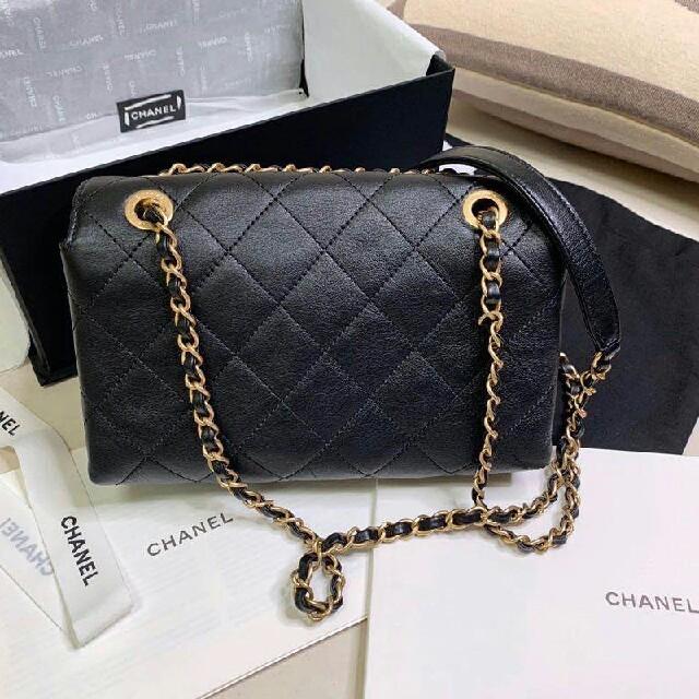 CHANEL ショルダーバッグ レディースのバッグ(ショルダーバッグ)の商品写真