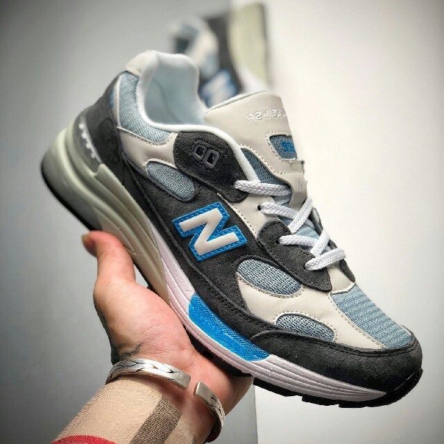 New Balance(ニューバランス)のNEW BALANCE 992 CL ニューバランススニーカー メンズの靴/シューズ(スニーカー)の商品写真
