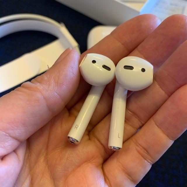 Apple(アップル)のuj0710さま  専用 チャージングケース第二世代 スマホ/家電/カメラのオーディオ機器(ヘッドフォン/イヤフォン)の商品写真