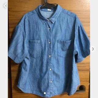 ジーユー(GU)のGU ジーユー デニムシャツ Mサイズ(シャツ/ブラウス(半袖/袖なし))