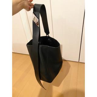 カルバンクライン(Calvin Klein)のCALVIN KLEIN 205W39NYC ラージリュクスカーフバケットバッグ(ショルダーバッグ)