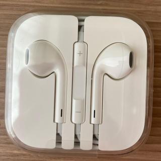 アイフォーン(iPhone)の【新品未使用】iPhoneイヤホン 純正品(iPhone6)(ストラップ/イヤホンジャック)