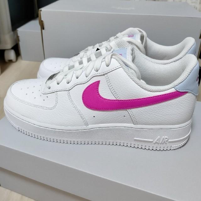 NIKE(ナイキ)の新品未使用 25.5cm Nike エアフォース1 白 ピンク メンズの靴/シューズ(スニーカー)の商品写真