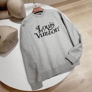 LOUIS VUITTON - 人気新作☆20AW【LouisVuitton】スクエアードLVスウェットシャツ