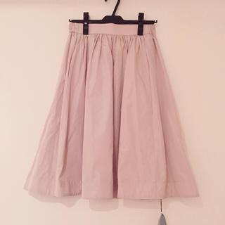 デイシー(deicy)のdeicy 新品タグ付き サテンスカート(ひざ丈スカート)