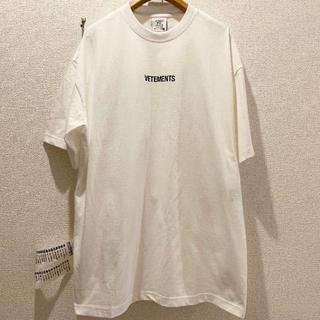 VETEMENTS T シャツ ブラック ロゴ  T シャツ 白