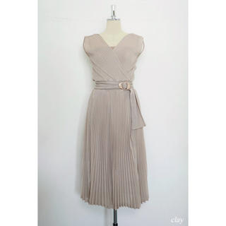 Her lip to  Twinkle Pleated Knit Dress