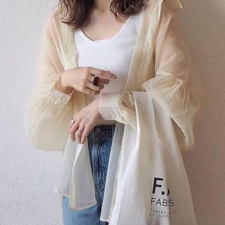 GU - 新品未使用 GU シアーボリュームスリーブシャツ ブラウス シアーシャツ