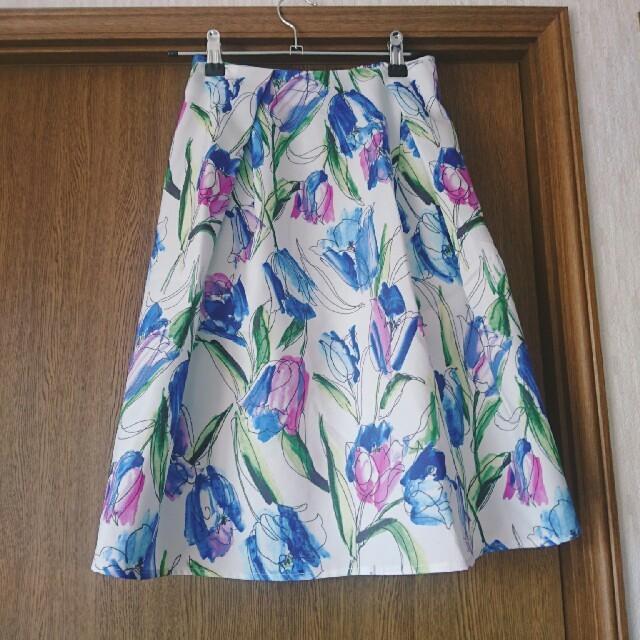 tocco(トッコ)のエレ女によるエレ女のためのタック入りフラワースカート レディースのスカート(ひざ丈スカート)の商品写真