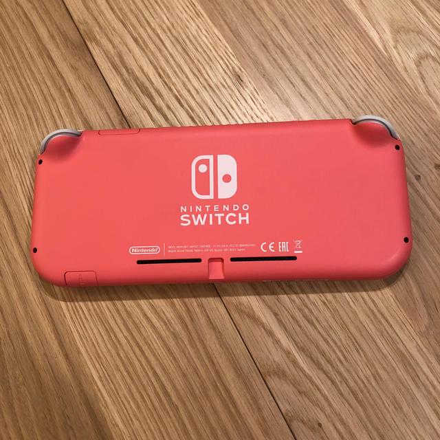 超美品 任天堂 Switch lite コーラル  エンタメ/ホビーのゲームソフト/ゲーム機本体(携帯用ゲーム機本体)の商品写真
