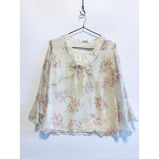 リリーブラウン(Lily Brown)のシフォン ブラウス ラメ フリル  花柄 白 ホワイト 半袖 春夏 m〜L (Tシャツ(半袖/袖なし))