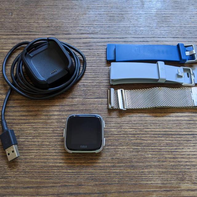 fitbit versa メンズの時計(腕時計(デジタル))の商品写真