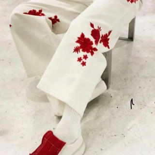 バナナリパブリック(Banana Republic)の花柄刺繍パンツ(その他)