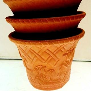おすすめ!三河焼のチューリップ柄浮き彫り7号鉢 4枚セット(プランター)