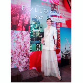 ビーシービージーマックスアズリア(BCBGMAXAZRIA)の❤️BCBG 2020新作 新品 白ワンピース ドレス 綺麗(ロングワンピース/マキシワンピース)