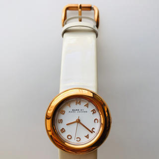 マークバイマークジェイコブス(MARC BY MARC JACOBS)の新品 未使用 マークジェイコブス エナメルレザー アナログ腕時計 アイボリー色(腕時計)