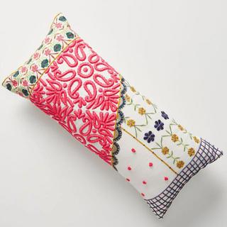 アンソロポロジー(Anthropologie)のアンソロポロジー クッション 刺繍 アフタヌーンティー ザラホーム(クッション)