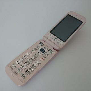 フジツウ(富士通)のdocomo F-01G ピンク らくらくホン ベーシック4 8/14 ②074(携帯電話本体)