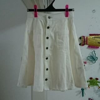 ジエンポリアム(THE EMPORIUM)の前ボタン ホワイトデニムスカート(ひざ丈スカート)