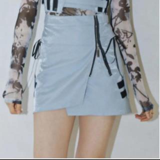 ケービーエフ(KBF)のラメ リボン スカート スリット 水色 黒 シルバー ボックス スカート(ミニスカート)