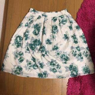 デビュードフィオレ(Debut de Fiore)のフラワープリントスカート(ひざ丈スカート)