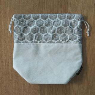 メルヴィータ(Melvita)のMelvita 巾着 ポーチ 白 柄 新品 非売品(ポーチ)