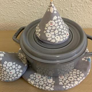 ストウブ(STAUB)のストウブ 24cm以上対応できる鍋敷と大きめ三角鍋つかみセット(キッチン小物)