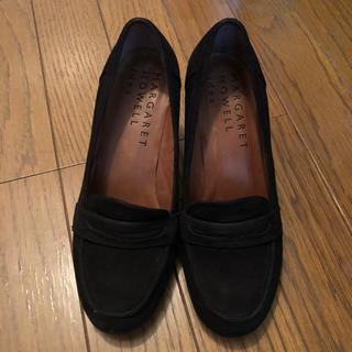 マーガレットハウエル(MARGARET HOWELL)のパンプス ローファー 黒(ローファー/革靴)