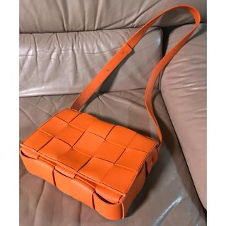 ボッテガヴェネタ(Bottega Veneta)のボッテガヴェネタ カセット バッグ ボディクロスバッグ オレンジ(ショルダーバッグ)