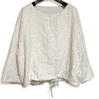 ビアズリー(BEARDSLEY)のビアズリー 七分袖カットソー サイズF 刺繍(カットソー(長袖/七分))
