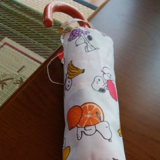 スヌーピー(SNOOPY)の⭐スヌーピー フルーツ柄 折り畳み傘⭐(傘)