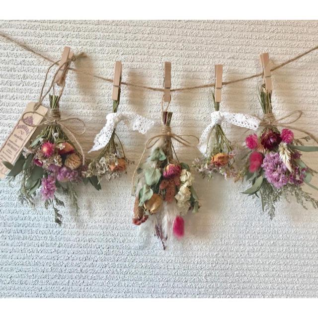 お花たっぷりドライフラワー スワッグ ガーランド❁¨̮㉜ピンク 白 薔薇 花束♪ ハンドメイドのフラワー/ガーデン(ドライフラワー)の商品写真