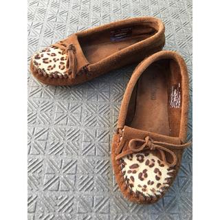 ミネトンカ(Minnetonka)のミネトンカ キルティ モック スウェード  レオパード柄(ローファー/革靴)