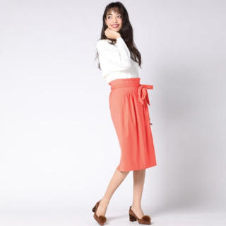 ビッキー(VICKY)の0号サイズ★ウエストタックベルト付スカート(ひざ丈スカート)