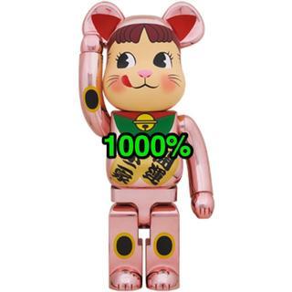 メディコムトイ(MEDICOM TOY)の新品未開封 BE@RBRICK 招き猫 ペコちゃん 桃金メッキ 1000%(その他)