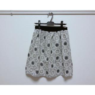 モスキーノ(MOSCHINO)のMOSCHINO CHAPANDCHIC ストライプフローラル刺繍スカート(ひざ丈スカート)